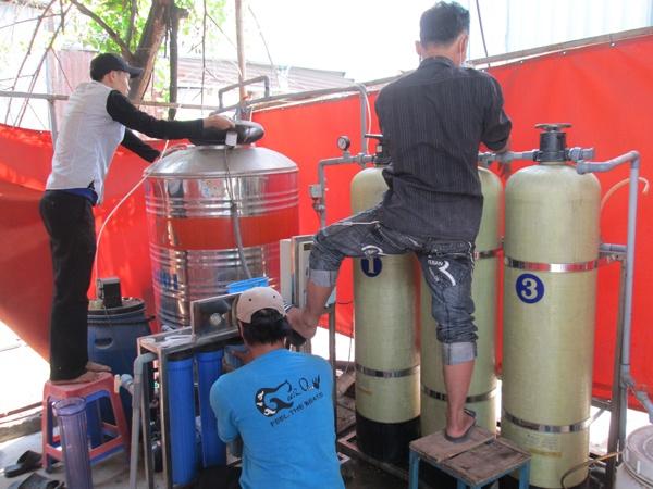 Thợ lắp đặt sửa chữa đường ống nước