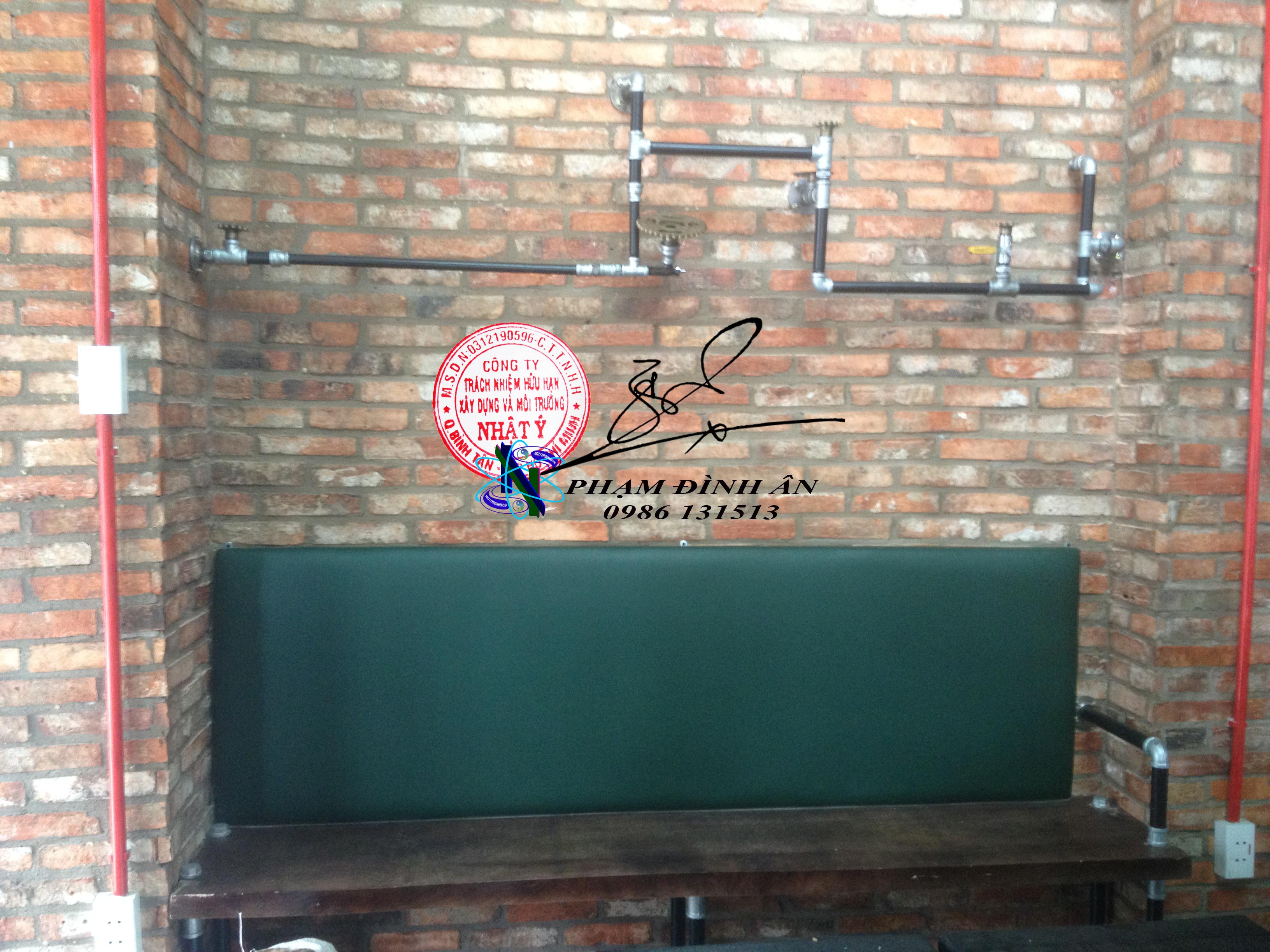 Kệ trang trí bằng ống nước kết hợp ghế salon