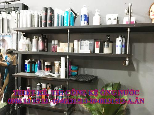 Kệ ống nước trưng bày sản phẩm salon tóc
